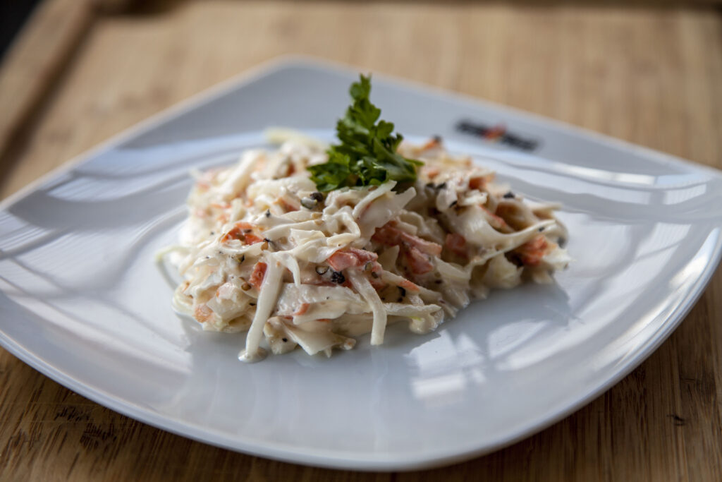 Der Coleslaw ist ein klassischer amerikanischer Krautsalat zum BBQ.