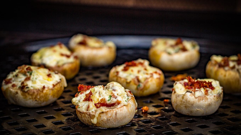 Finger-Food-gefuellte-Champignons-grillen