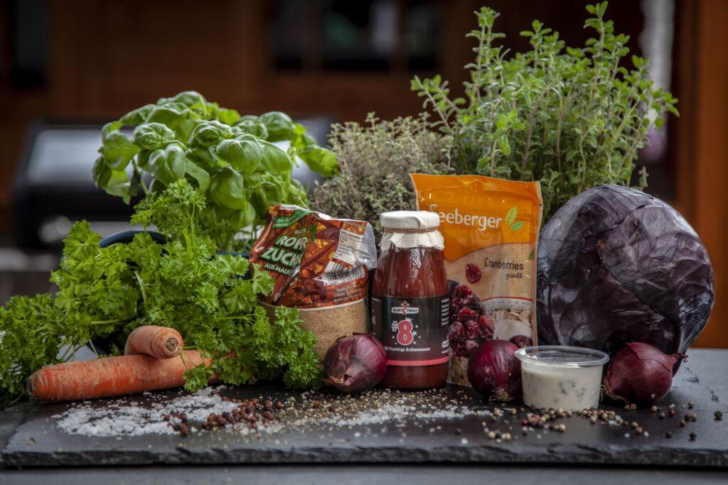 Zutaten für den Coleslaw mit Rotkraut und Cranberries
