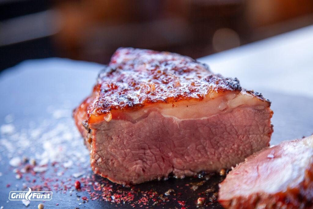 Medium gegartes Roastbeef vom Grill