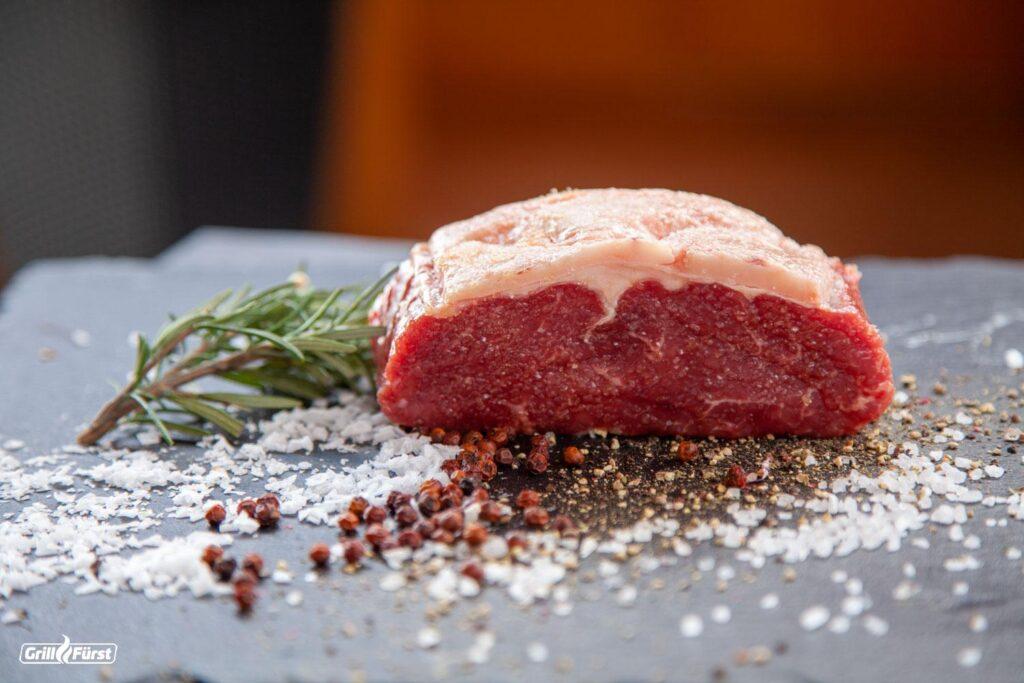 Der Fettdeckel vom Roastbeef für eien Roastbeef braten ist beim Roastbeef Grillen besonders wichtig