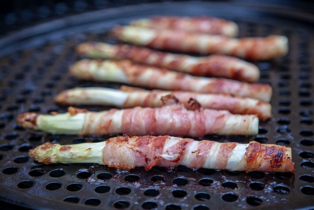Gegrillter Spargel mit Bacon