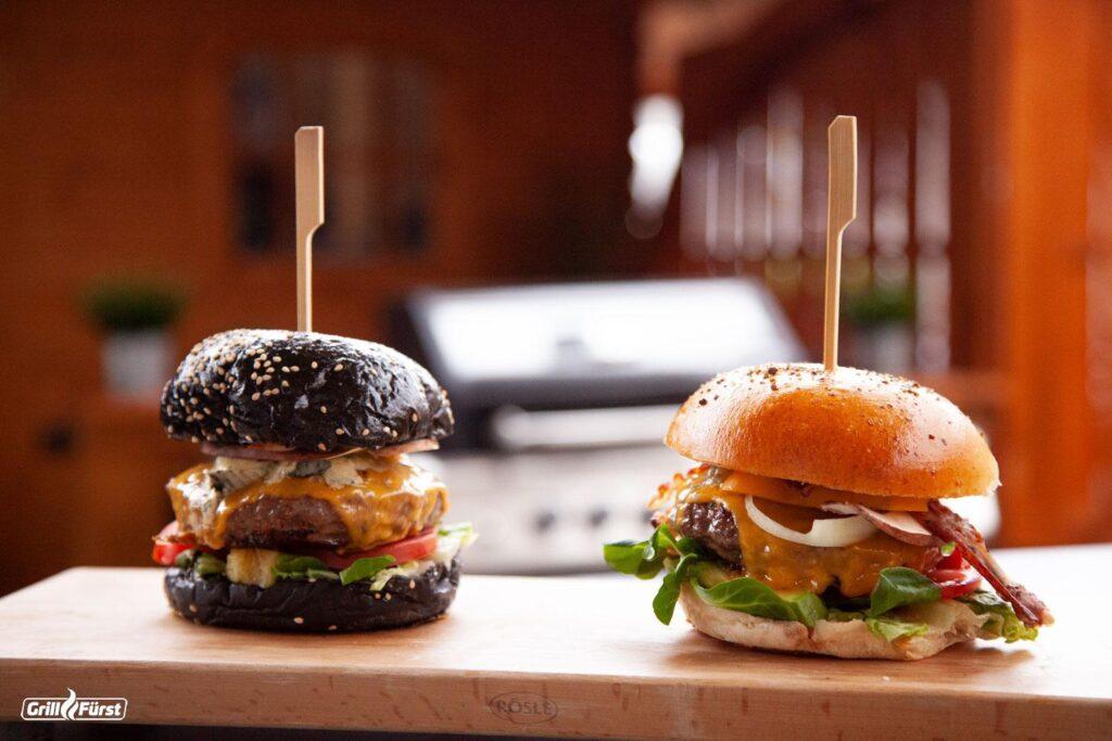 1 schwarzes und 1 gelbes Burgerbrötchen