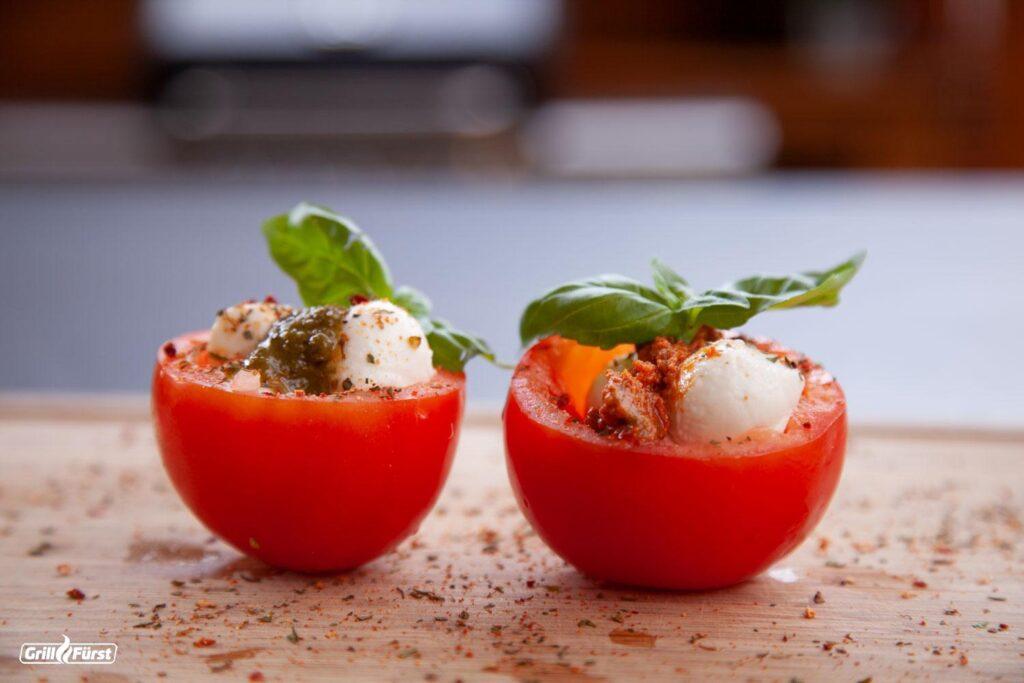 Tomate Mozarella mit Pesto