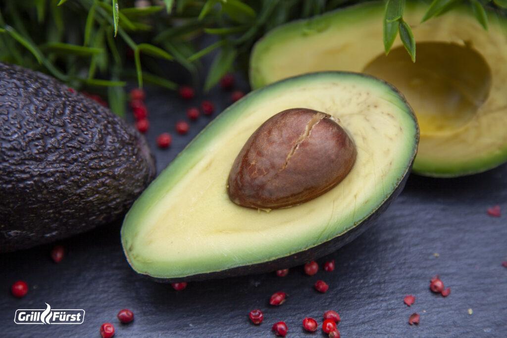 Die Avocado - ein echtes Superfood für tolle Rezepte wie GUACAMOLE