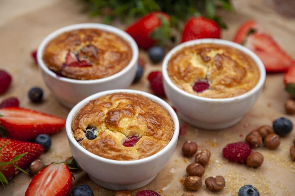 Leckeres Dessert vom Grill: Rezept für den besten Beeren-Kuchen vom Grill.