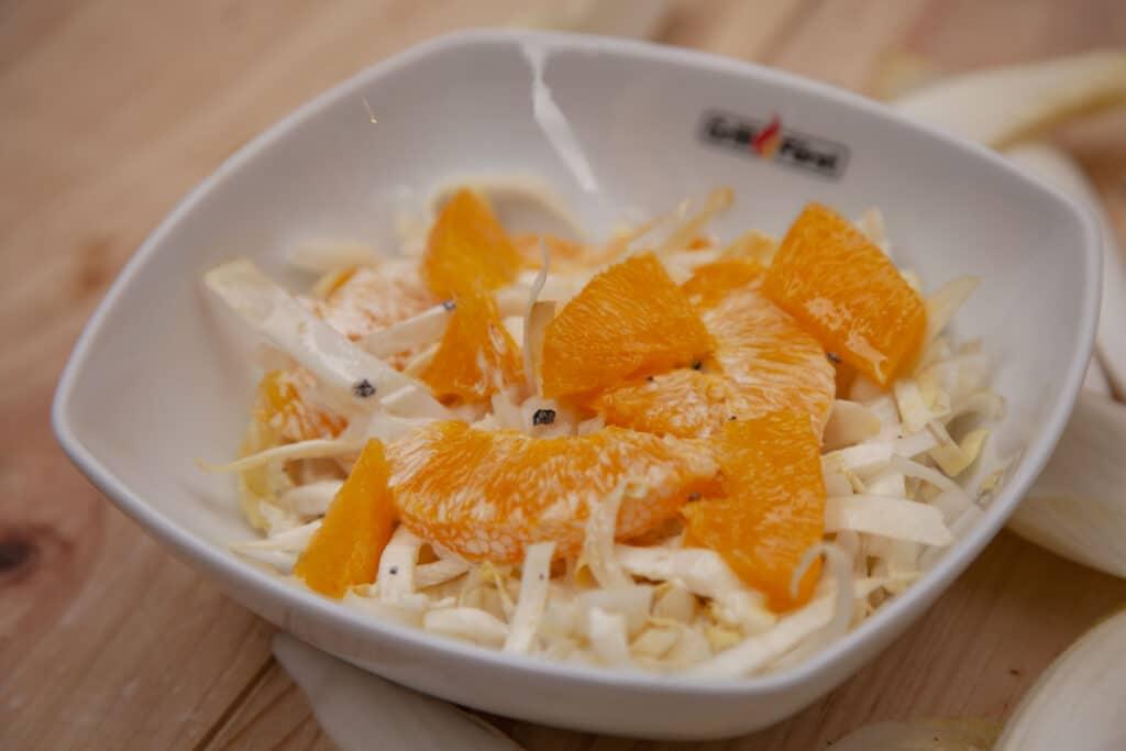 Köstlicher Chicoree Salat mit Orangen.