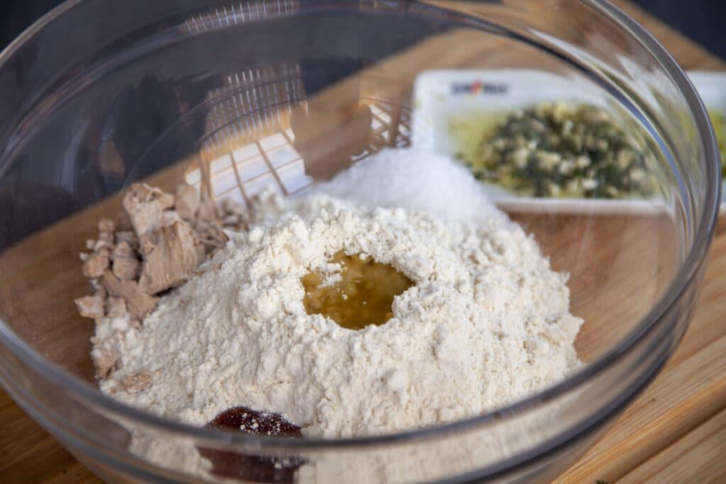 Rezept für einfache Focaccia vom Grill mit nur wenigen Zutaten.