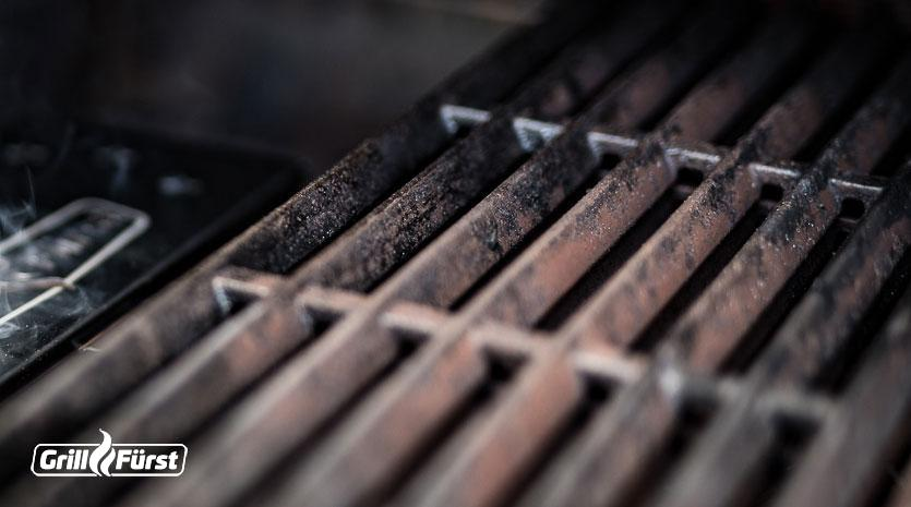 Rost an Gusseisen entsteht durch Restfeuchte und falsche Pflege des Materials.