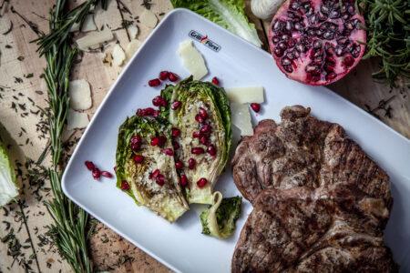 Salatherzen mit Granatäpfeln und Steak