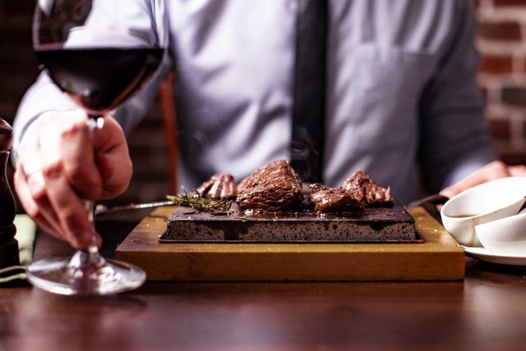 Rotwein und Steak perfekt zusammen