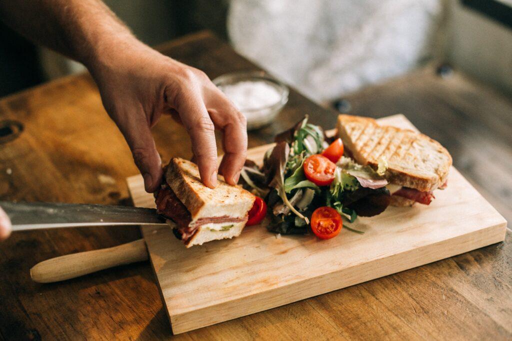 Pastrami Sandwich mit frischem Feldsalat