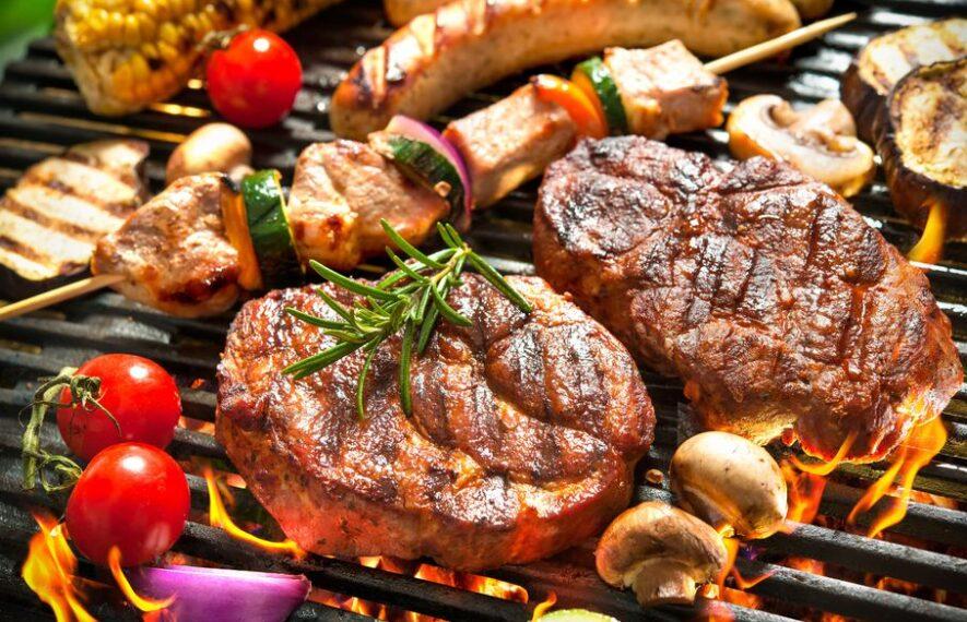 leckeres Fleisch und Gemüse direkt gegrillt