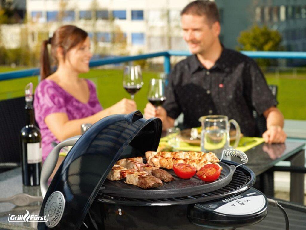 Durch die elektrische Hitze entsteht beim Grillen mit einem Elektrogrill so gut wie kein Rauch, der andere stören könnte.