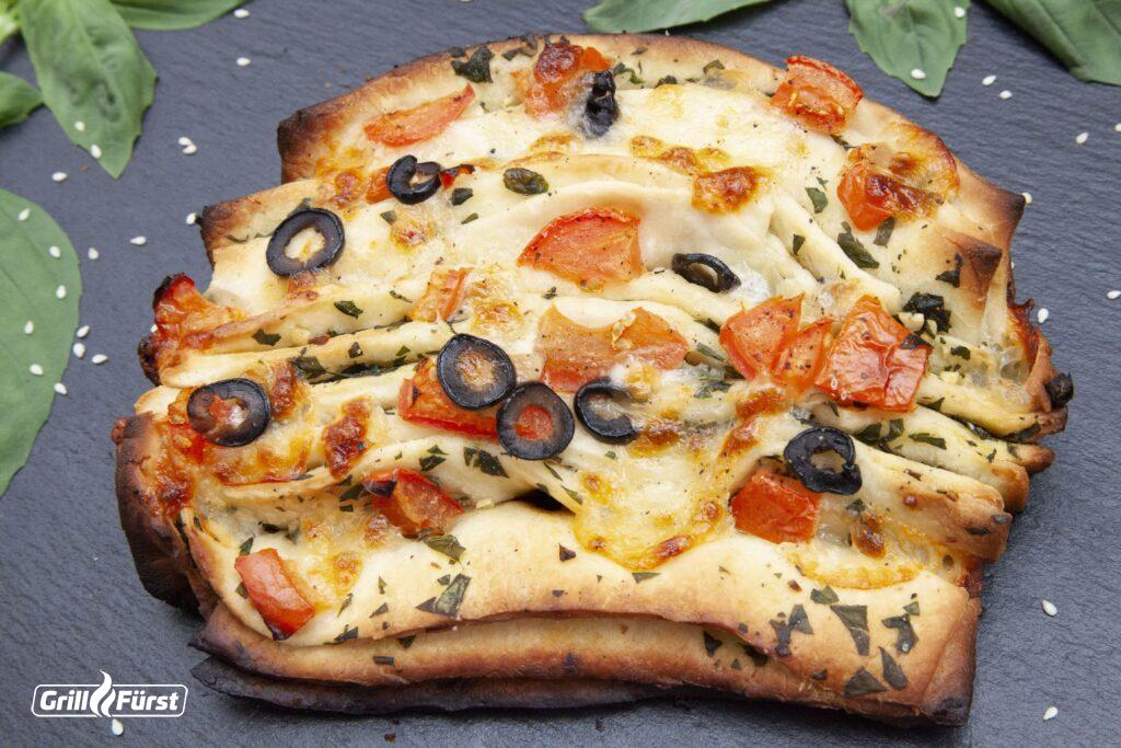 Das Pull-Apart-Bread überzeugt jeden, der mediterranes Essen mag.