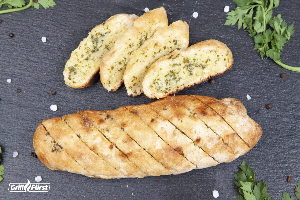 Baguette mit Kräuterbutter vom Grill