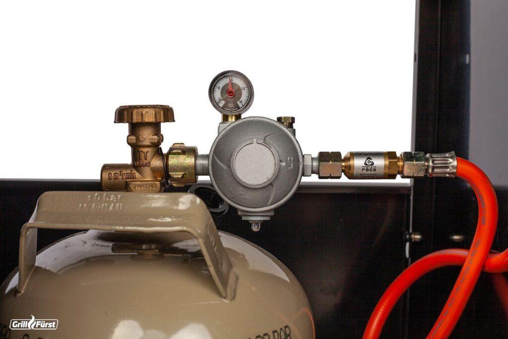 Die Schlauchbruchsicherung und der Doppelmembran Druckregler machen den Grillfürst G401 zu einem sicheren Einbaugrill mit Gastrostandart.