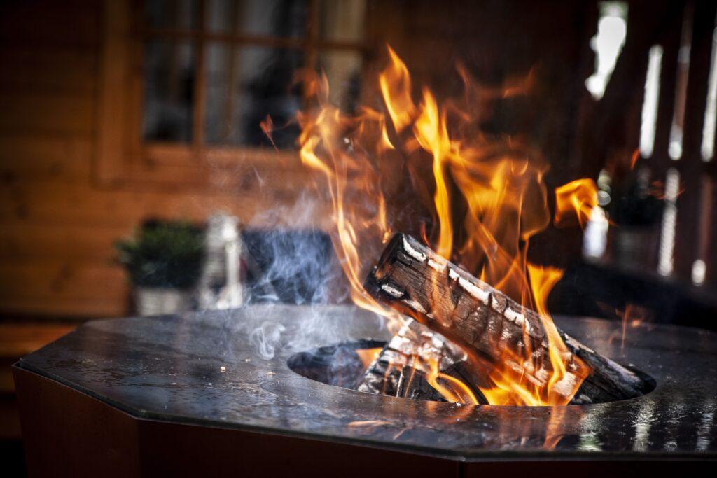 Lagerfeuer und Flammen