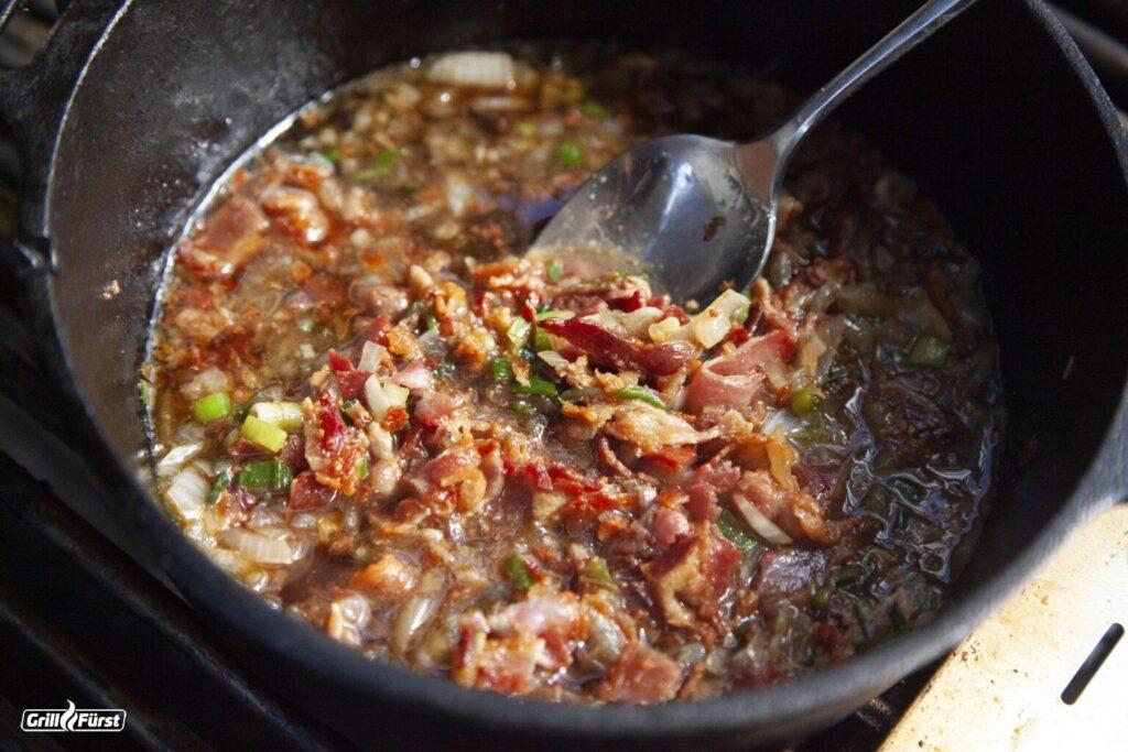 Zutaten für Bacon Marmelade köcheln lassen