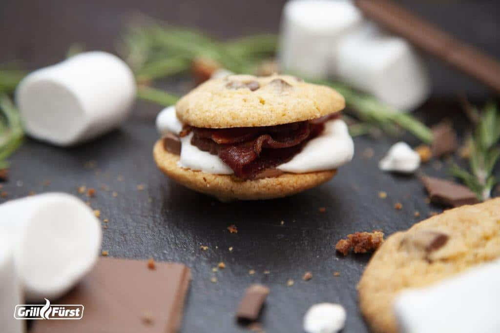 S'mores mit Schokolade, Marshmallow und Bacon