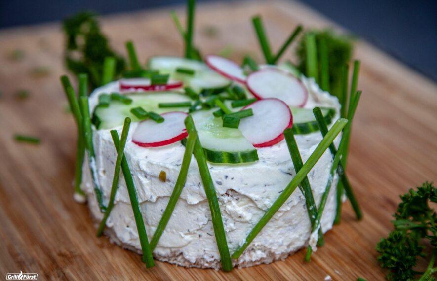 Salattorte mit Räucherlachs