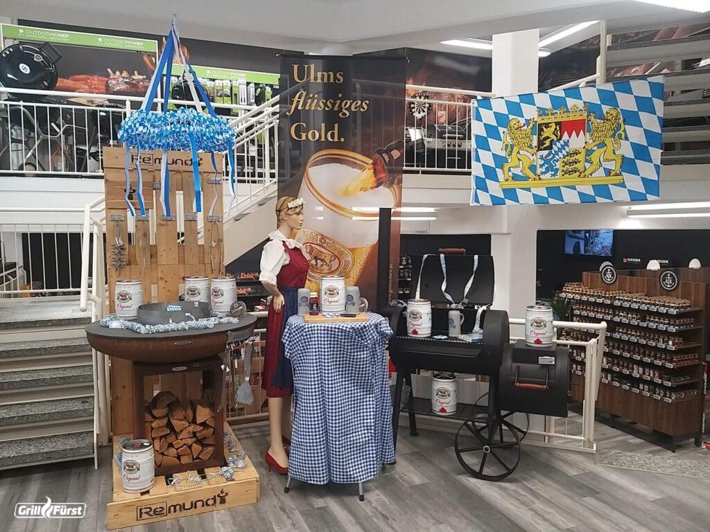 Die Grillfürstfiliale in Senden feiert mit einer Aktionswoche und passender bayerische Deko das Oktoberfest.