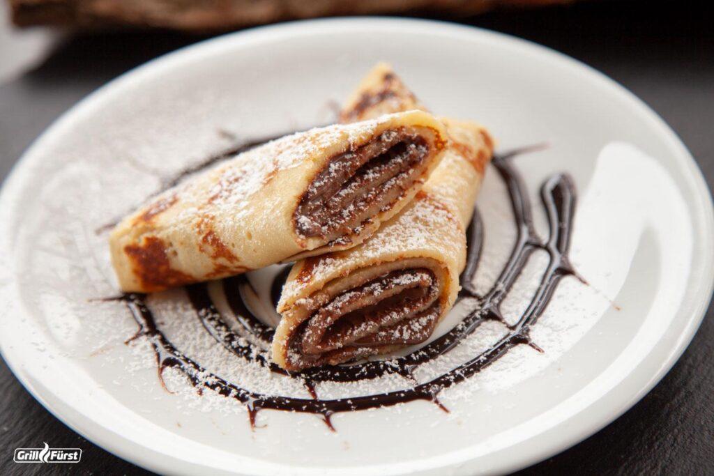 Pfannkuchen Wrap mit Nuss-Nougat-Creme und Vanilleeis als Nachspeise.