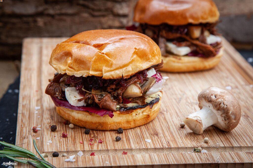 Pilz Burger mit karamellisierten roten Zwiebeln