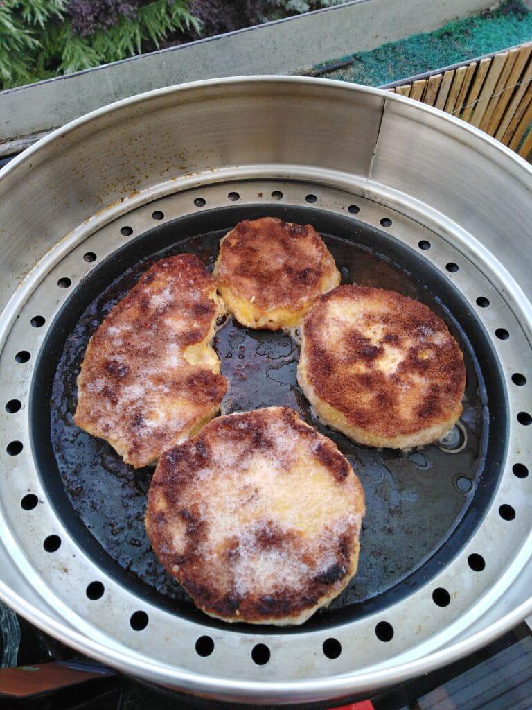 Pilz-Schnitzel-Riesenbovist auf dem Grill