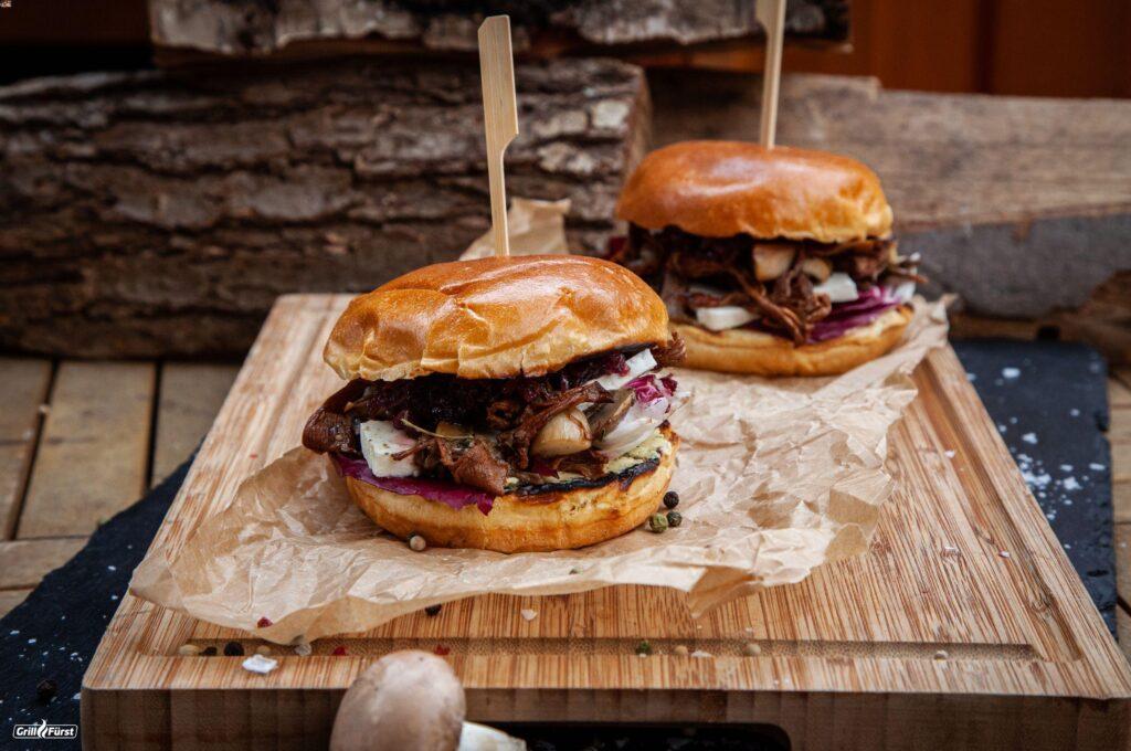 Pilzburger mit karamellisierten roten Zwiebeln