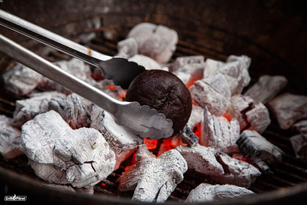 Rote Bete wird in Grill gelegt