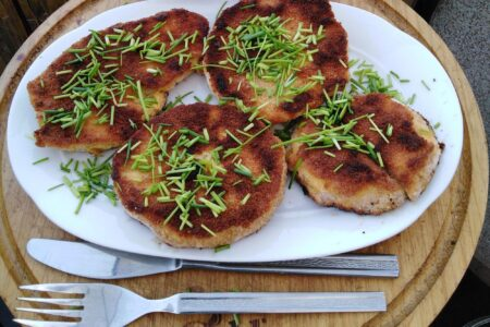 Vegetarische Pilz Schnitzel vom Riesenbovist paniert