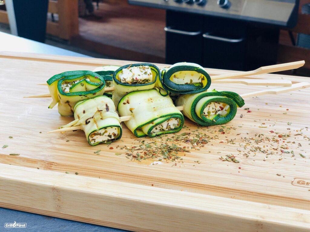 Zucchini Feta Päckchen am Spieß