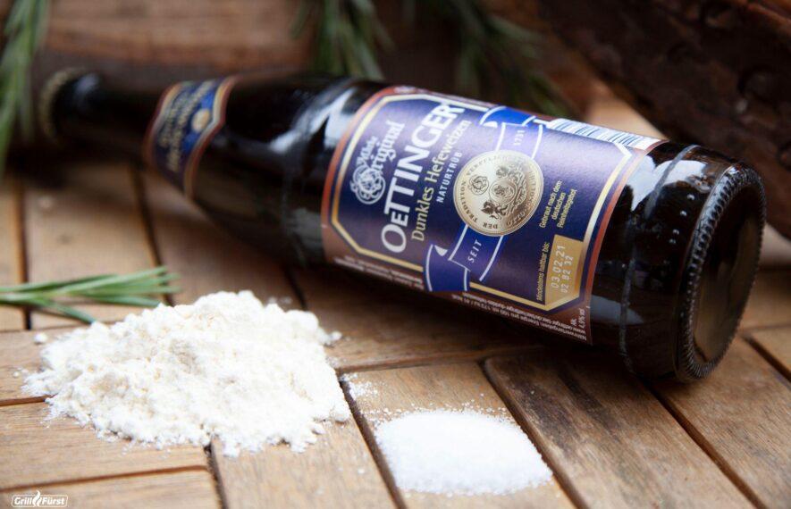 Flasche dunkles Weizen mit Zucker und Mehl
