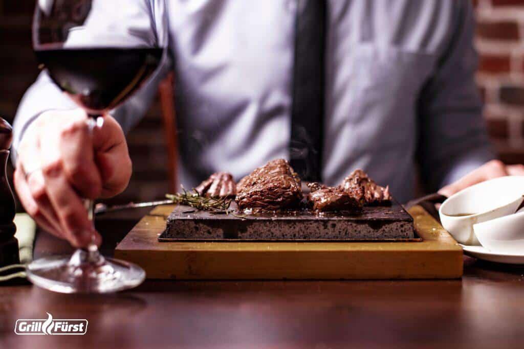 Rotwein zum Steak vom heißen Stein