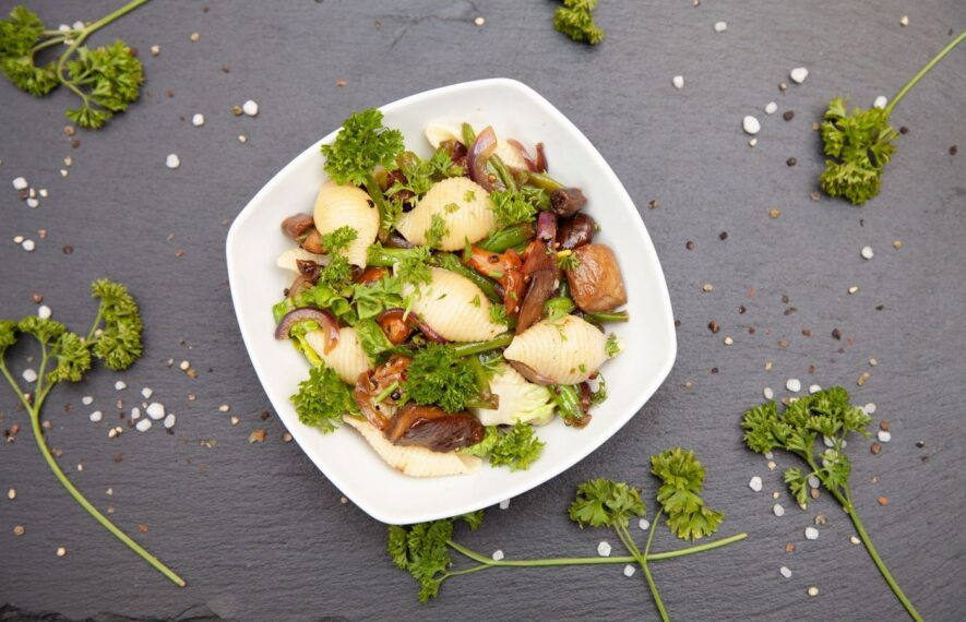 Nudelsalat mit Pilzen