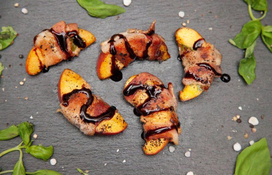 Pfirsich Bacon vom Grill angerichtet