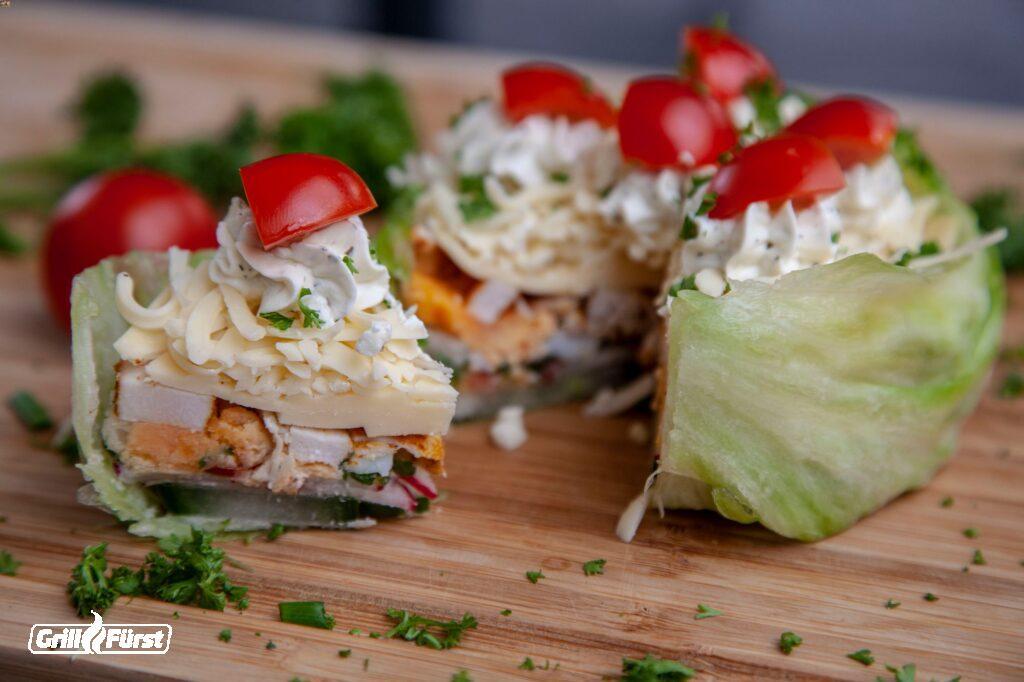 Salattorte mit Hähnchen