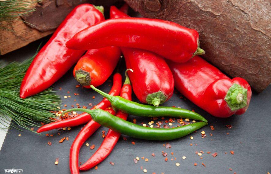 rote und grüne Chilis