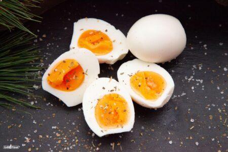 Gekochte Eier aufgeschnitten