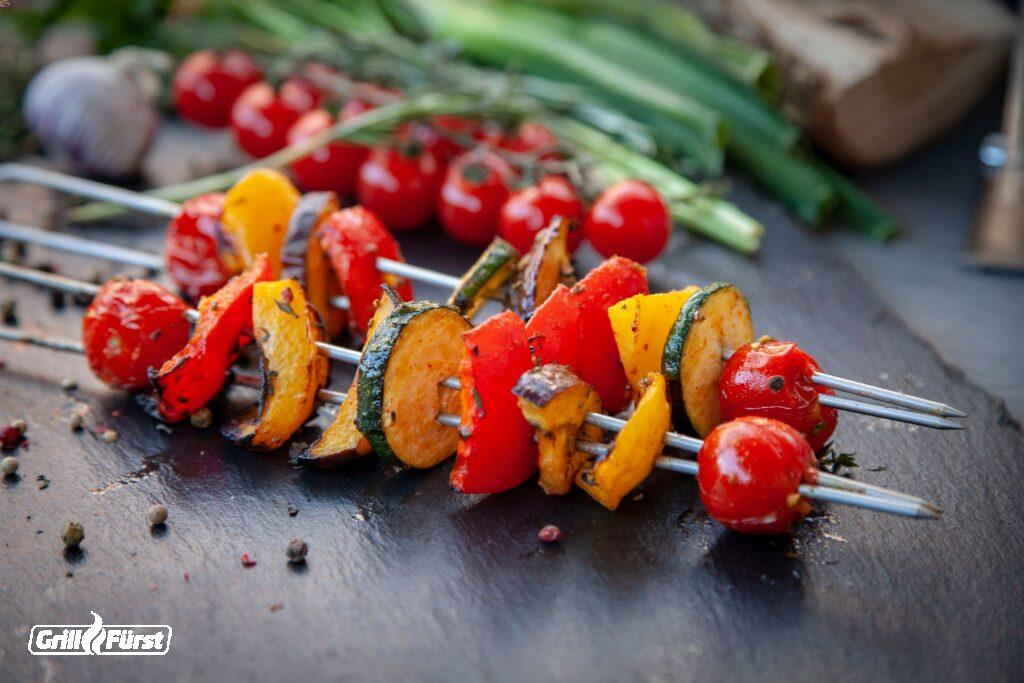 Bunter Gemüsespiesse, Zucchini, Tomaten, Paprika