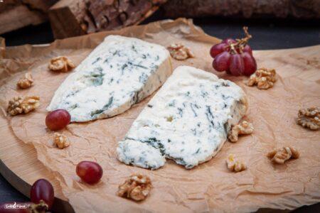 Gorgonzola mit Trauben und Nüssen