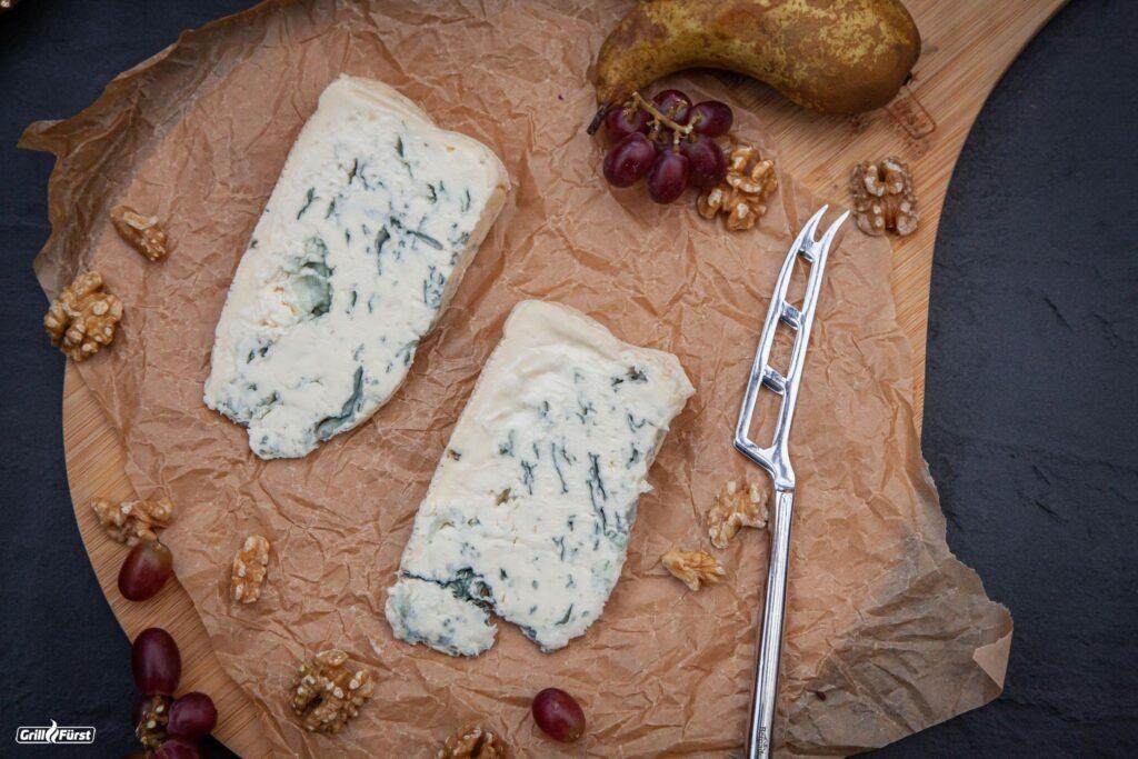 Gorgonzola mit Käsemesser