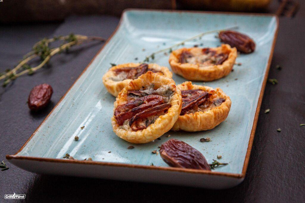 Tartelettes mit Datteln und Gorgonzola