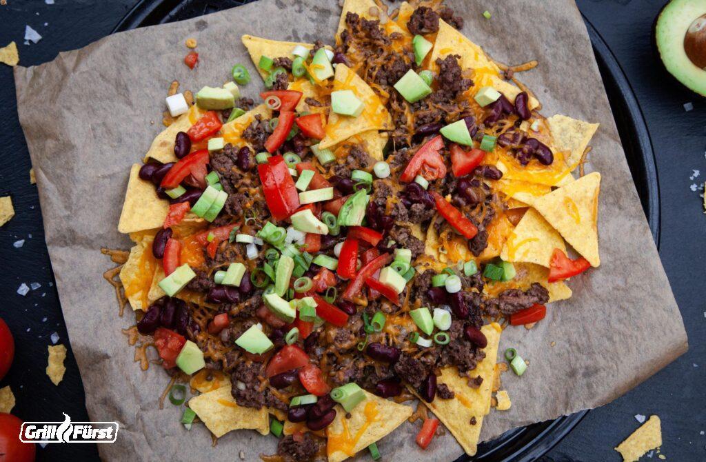 Überbackene Nachos mit Hackfleisch, Tomaten und Käse