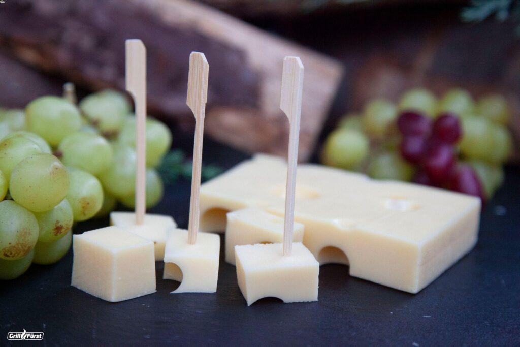 Emmentaler und Käsespieße