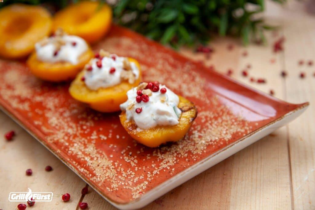 Gegrillte Pfirsiche mit Ziegenfrischkäse