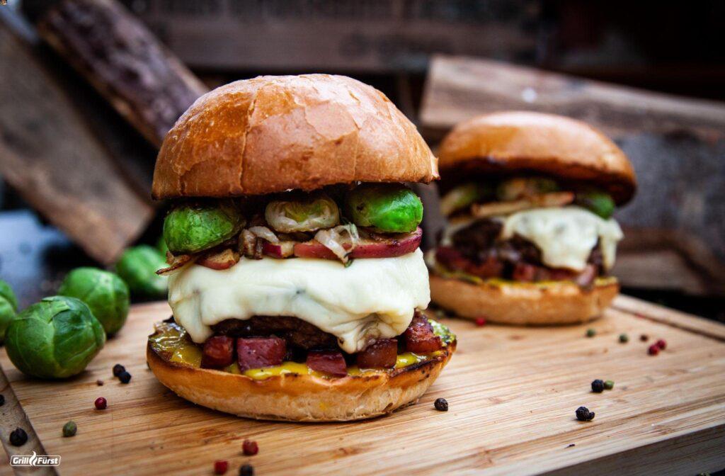 Burger mit Rosenkohl vom Grill