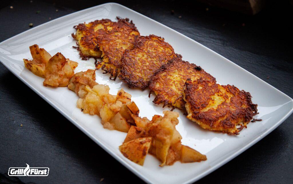 Kartoffelpuffer mit Apfelmus auf Teller