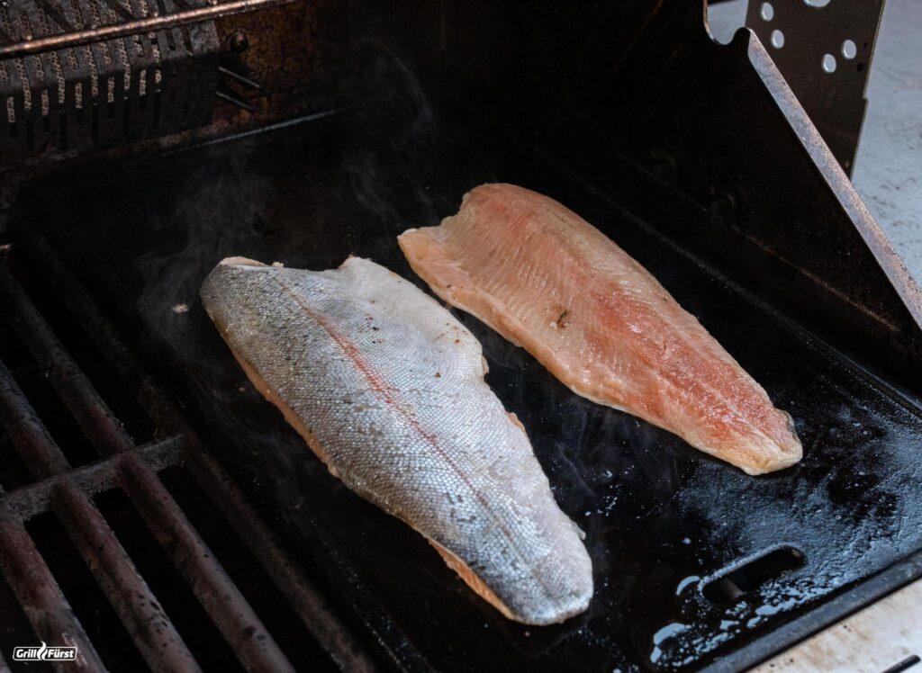 Forellenfilet auf Grillplatte